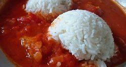 krutí guláš rajčaty